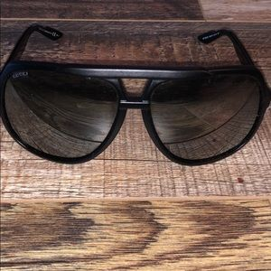 Gucci - authentic black oversized sunglasses